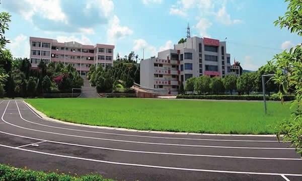 华宁县职业高级中学校园景色